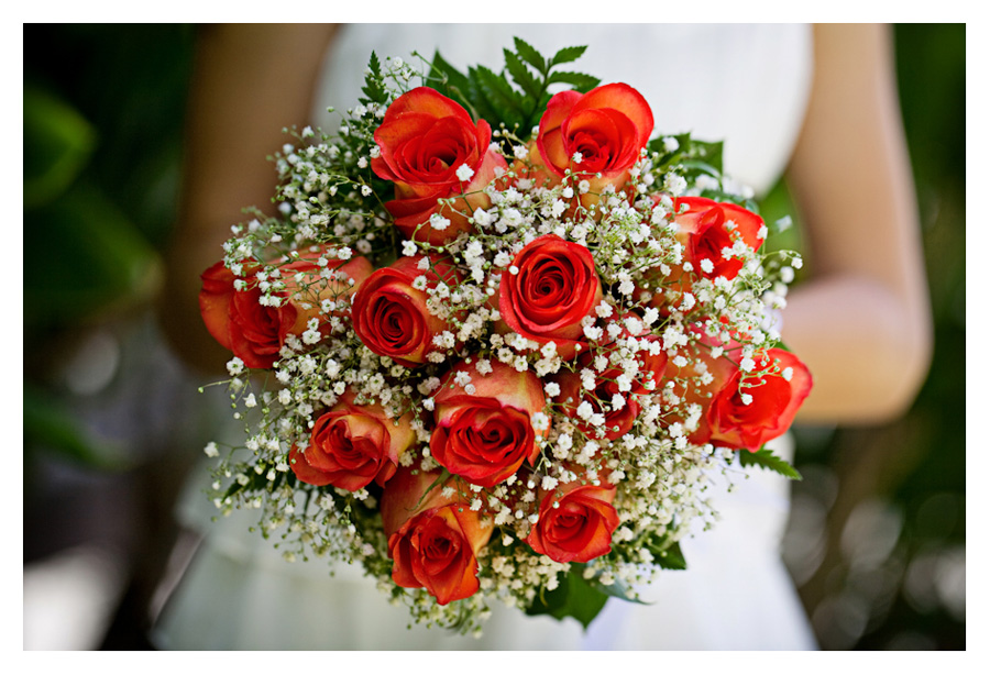 Hawaii rose wedding bouquet close-up photo