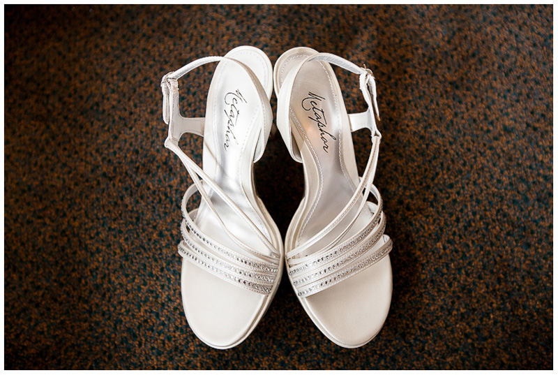 detail shot of wedding sandals willows honolulu hawaii wedding photography by oahu wedding photographer