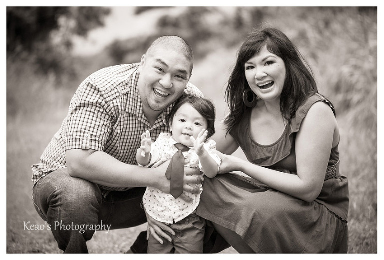Kaneohe Hawaii family photos black and white in Kahaluu