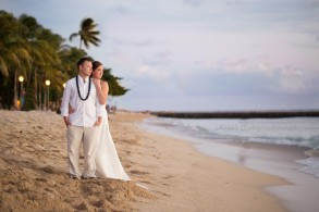 Hawaii beach vow renewal