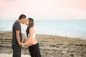 hawaii maternity photographer for sunset beaches