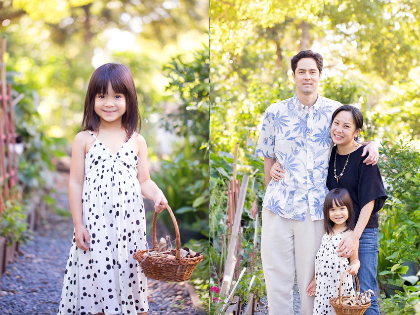 vibrant family photo by Hawaii family photographer at Foster Botanical Garden