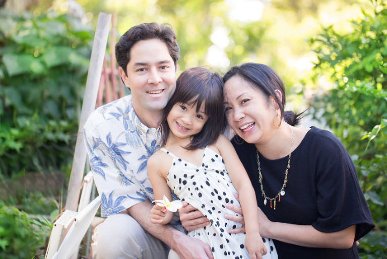 family photographer in downtown Honolulu
