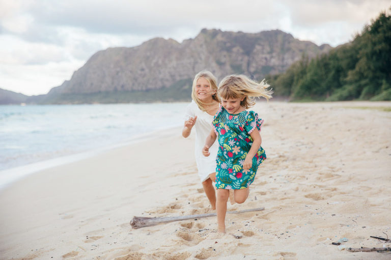 natural and relaxed family photos in Hawaii