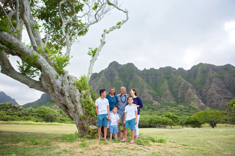 family photograph in front of koolau mountain range