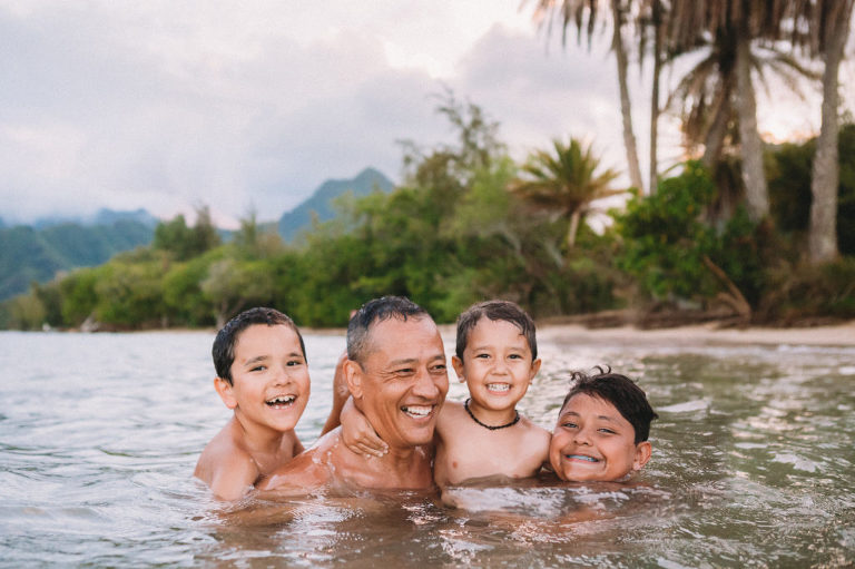 fun family photo at the beach on Oahu